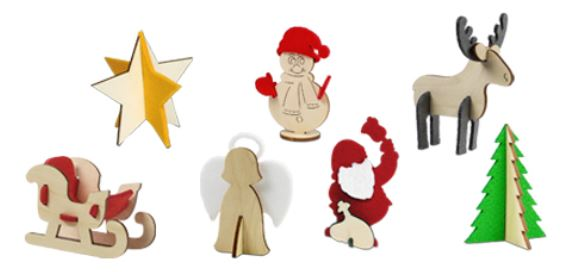 Weihnachtliche Karte mit Steckfiguren aus Holz